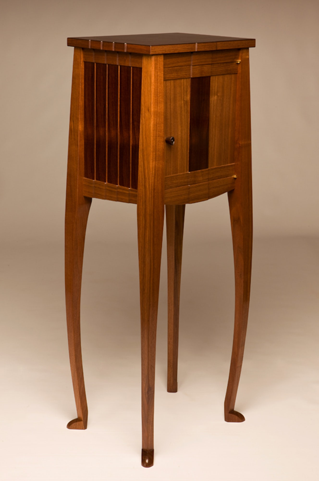 Stepped_cabinet
