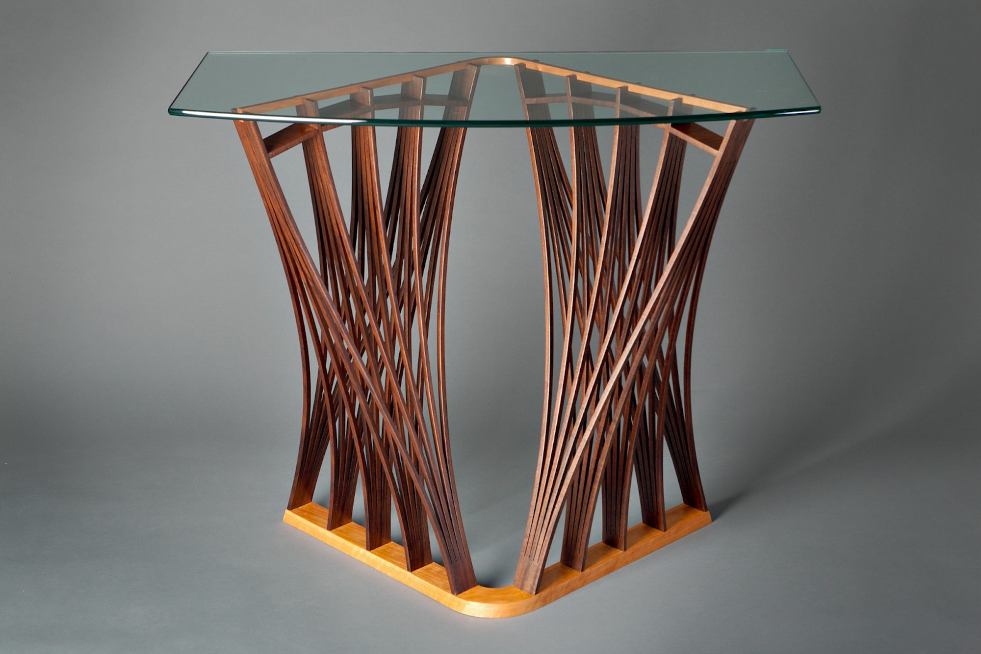 Parabola-Display-Table